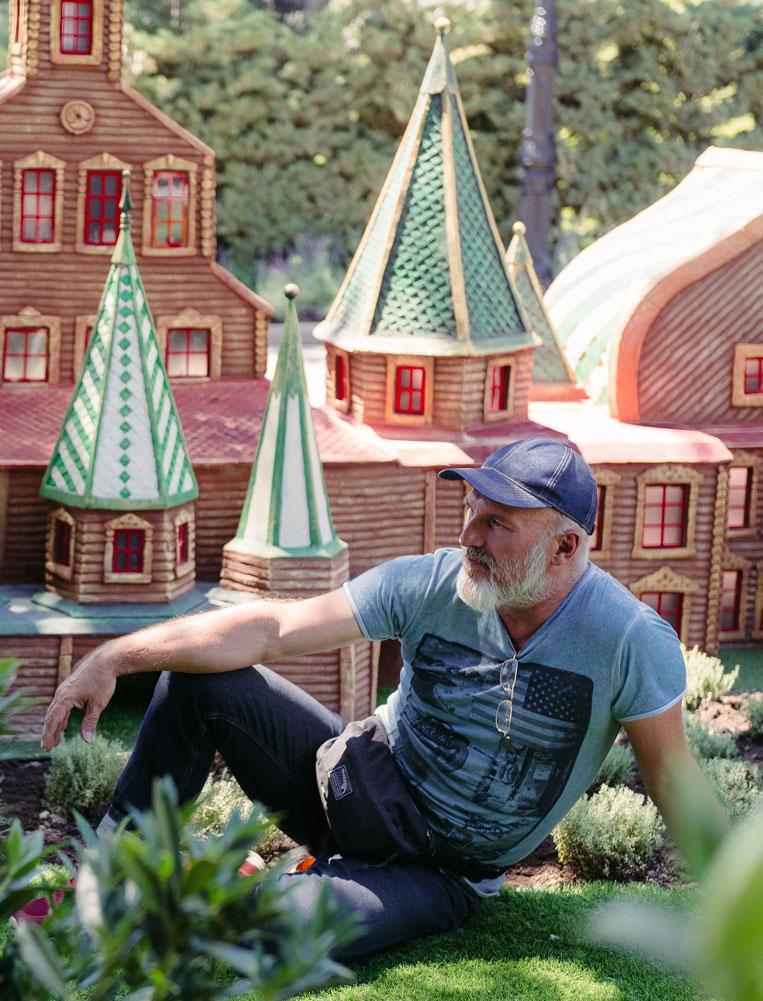 Jefe de estudio escultor-decorador líder Andrey Semenovsky